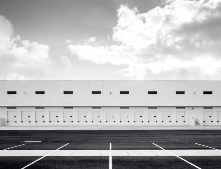 「倉庫」と「物流センター」の違い